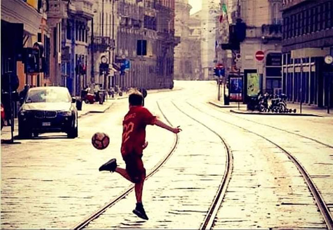 Ιταλία: Ο μικρός εκτός από την καραντίνα έσπασε και τη συνήθεια της εποχής